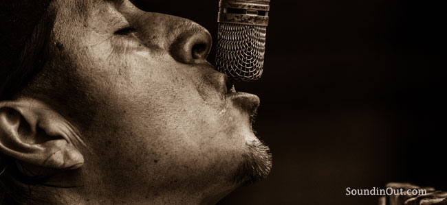 what is a condenser microphone and how does it work