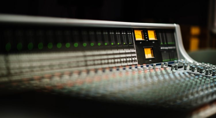 how does an audio interface work